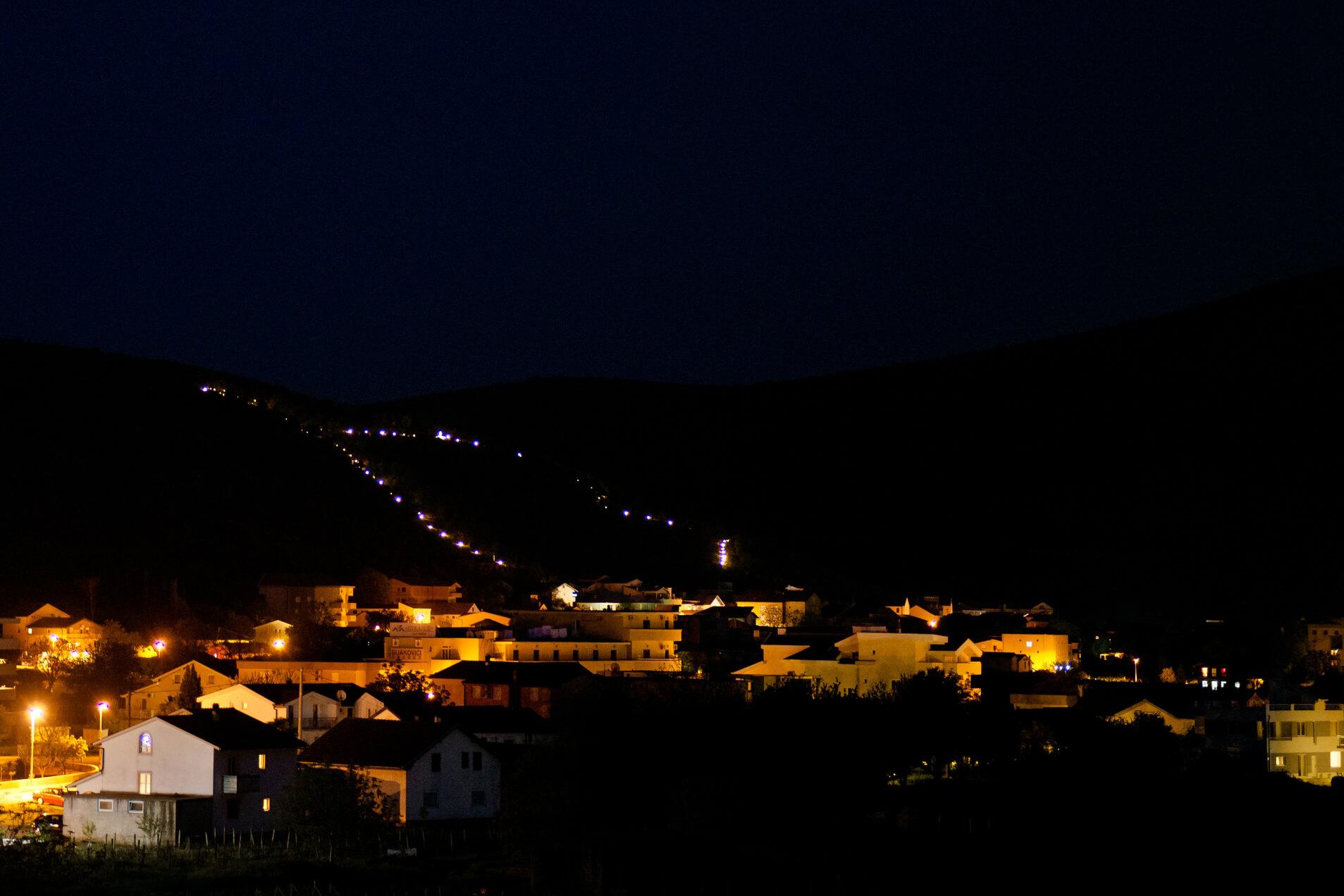 Pogled na Brdo Ukazanja/View on the Apparition Hill/Vista sulla Collina delle Apparizioni
